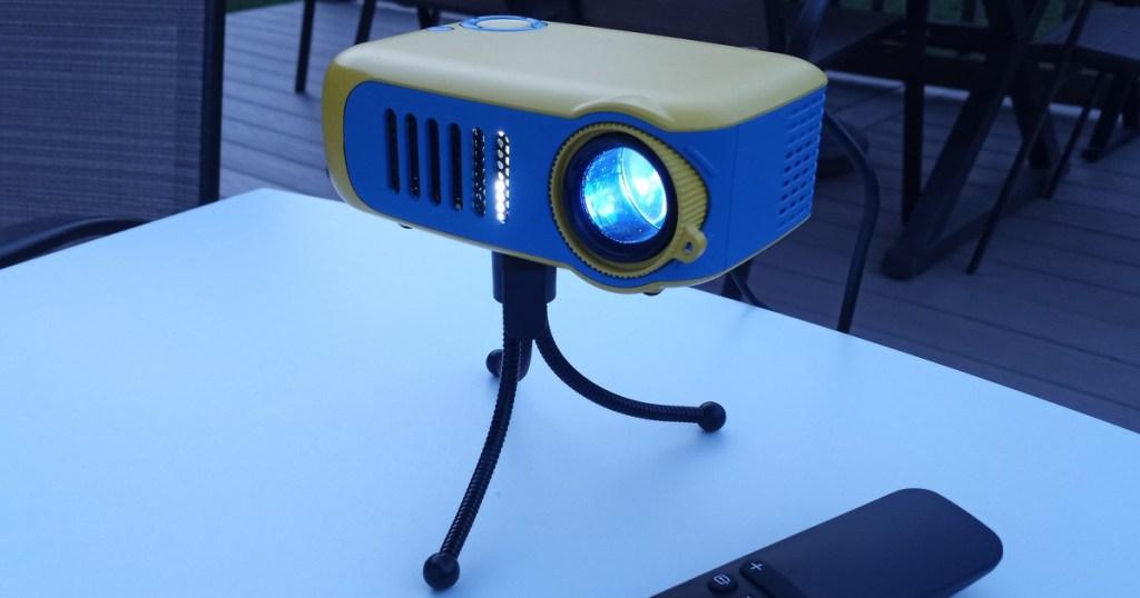 itari mini projector