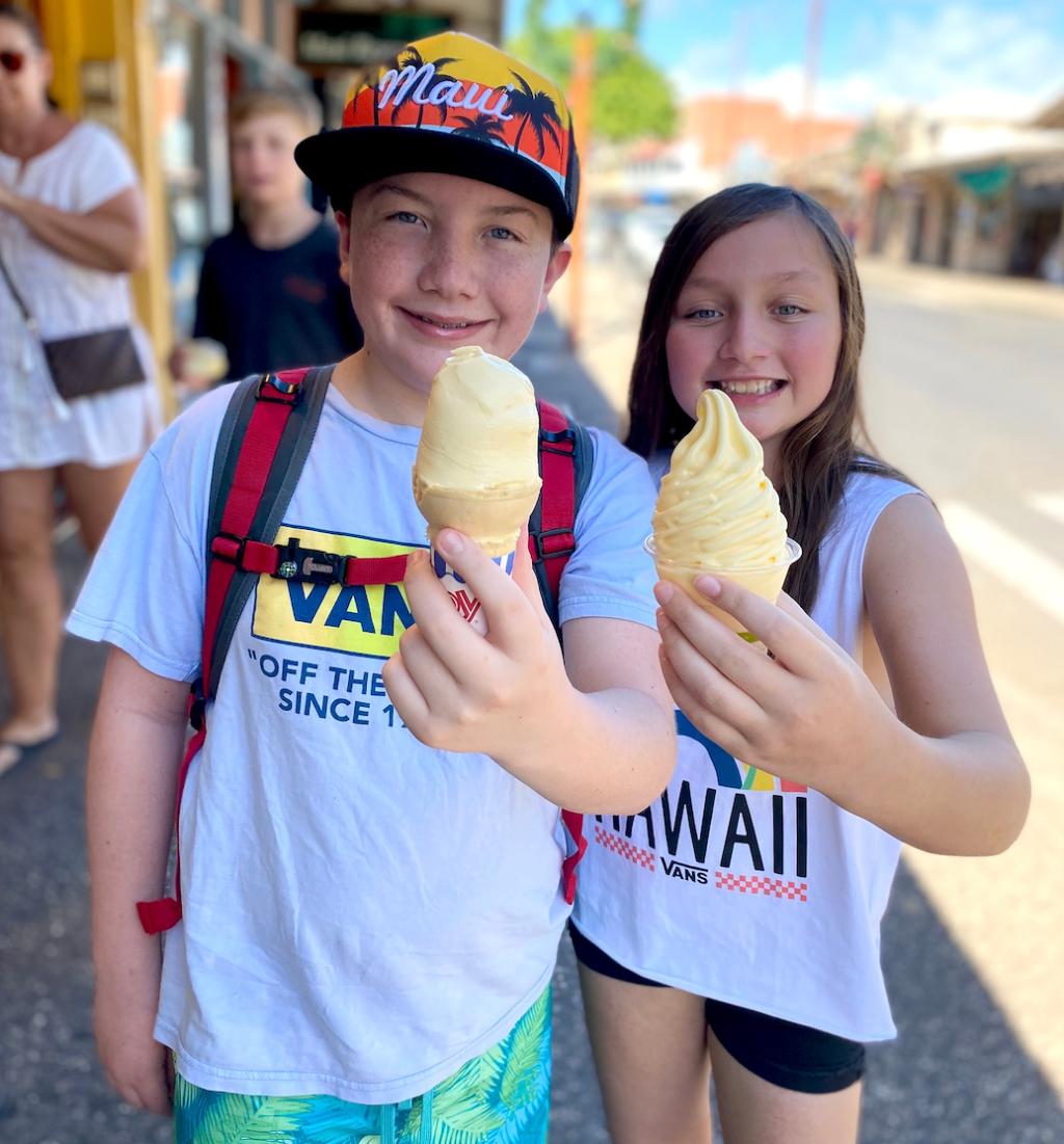 kids eating ice cream in Hawaii