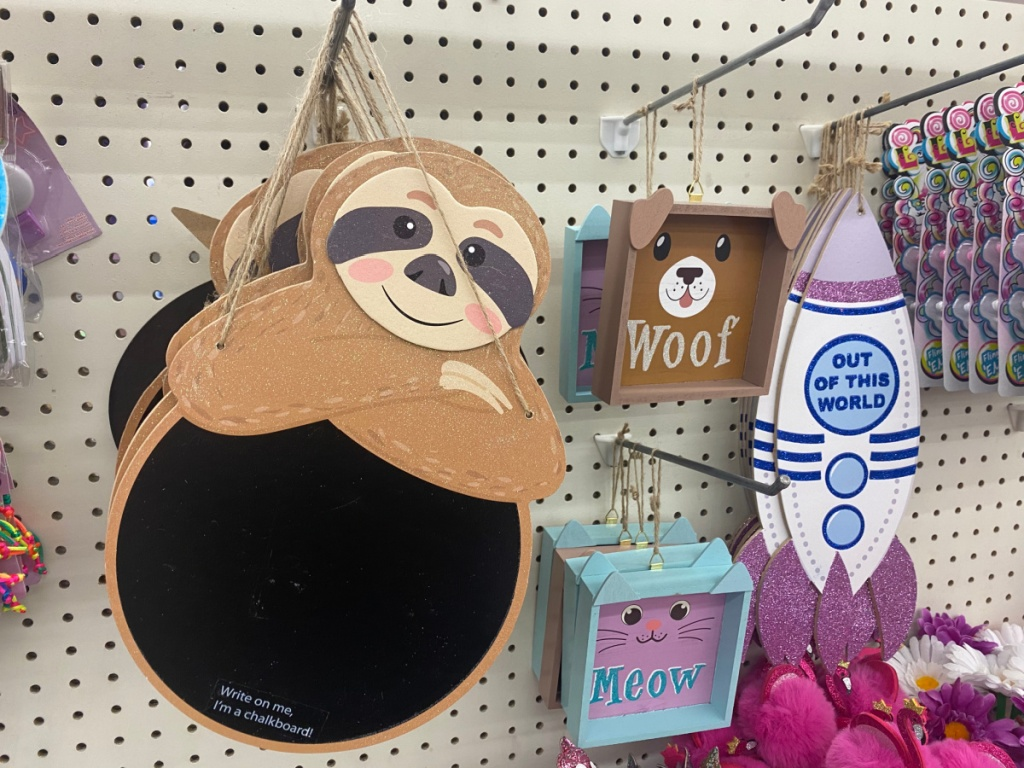 store display of wall decor signs for kids