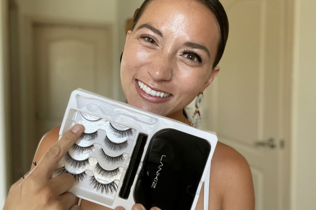 woman showing magnetic lashes
