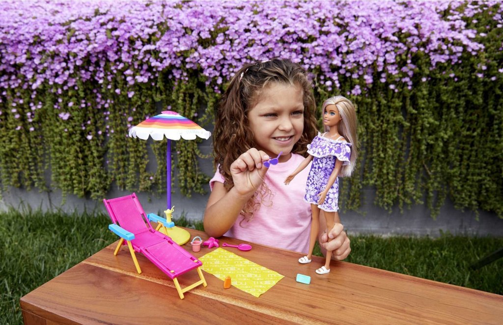 Barbie Loves the Ocean Beach-Themed Playset