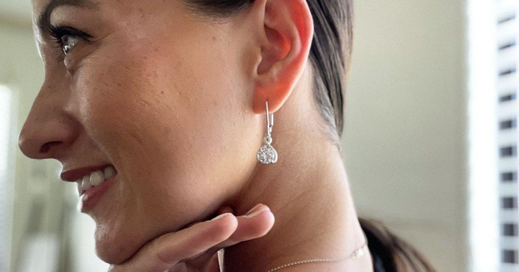 woman wearing drop earrings