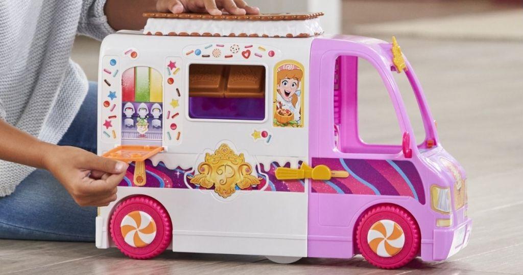 Disney Princess Comfy Squad Sweet Treats Truck Playset (1)