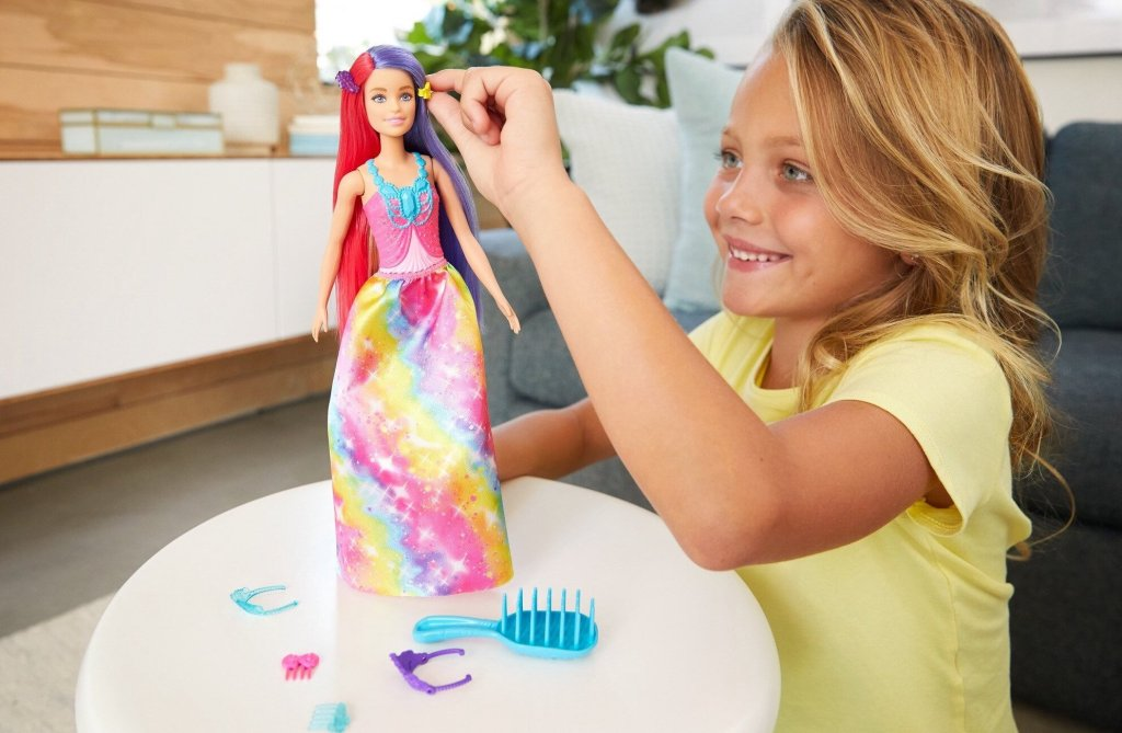 girl playing with Dreamtopia Doll