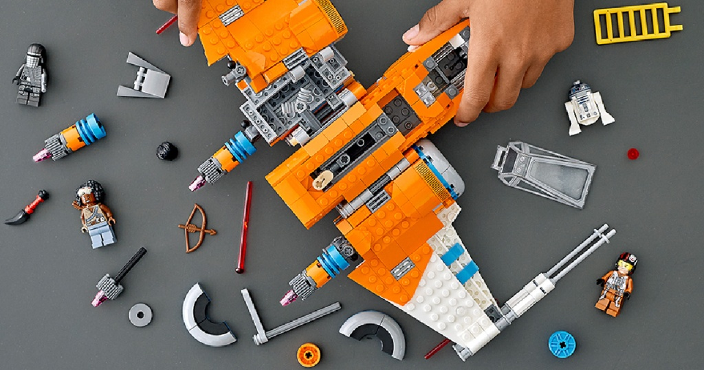 LEGO POE fighter assembly (1)