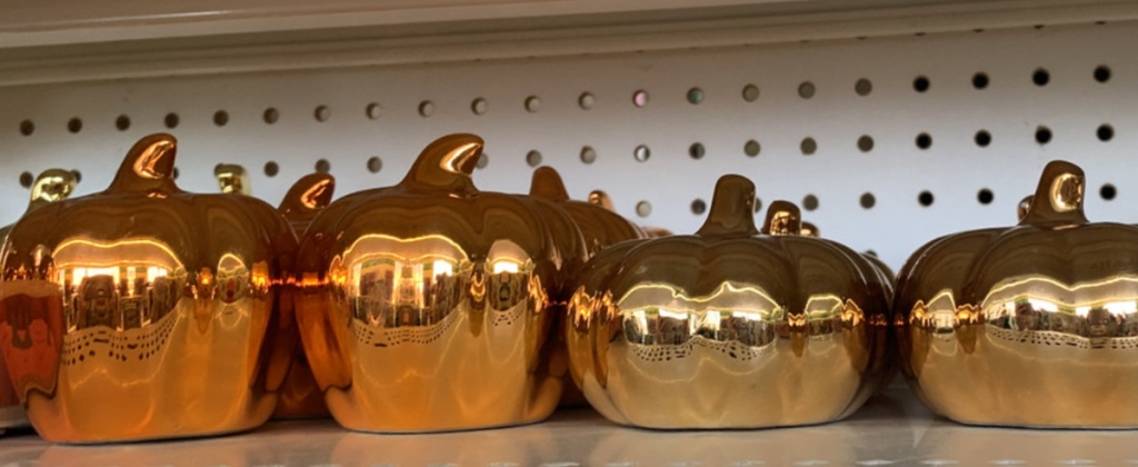 Metal Pumpkinson shelf