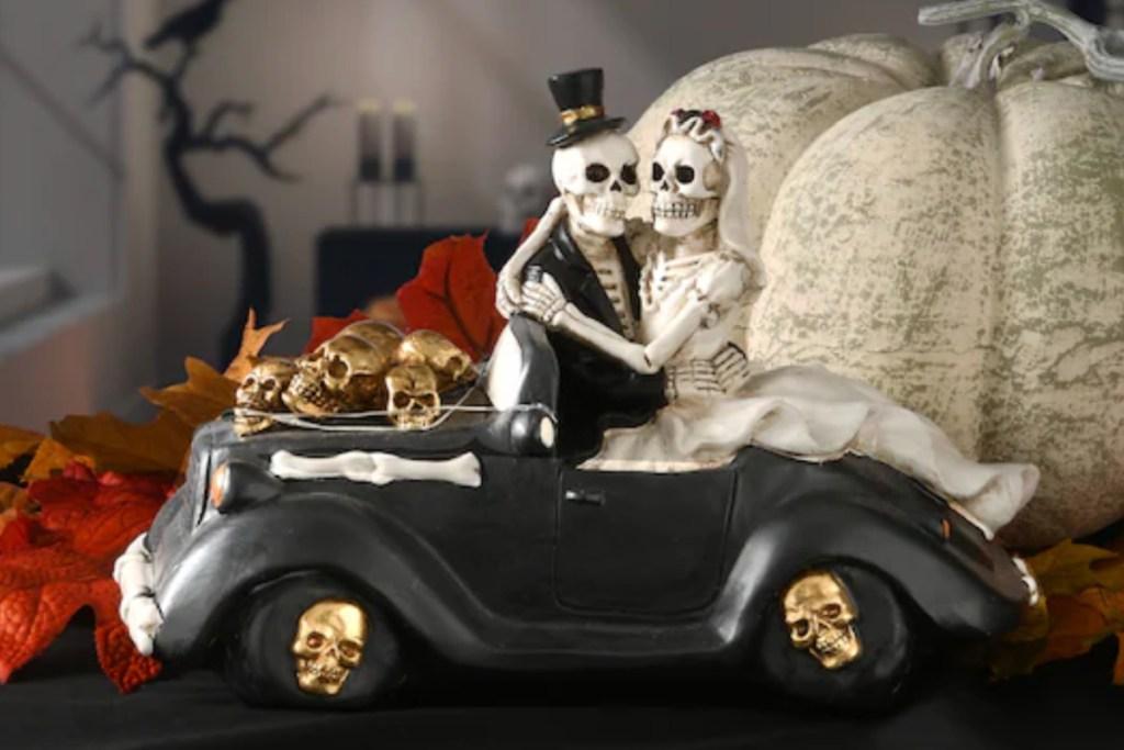 bride & groom skeleton in car