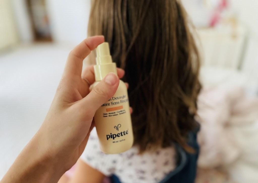 pipette detangler in girls hair
