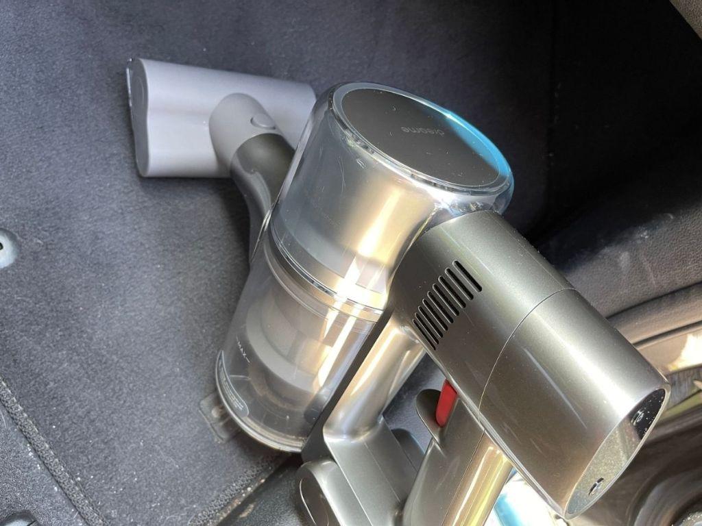 vacuum cleaning car floor