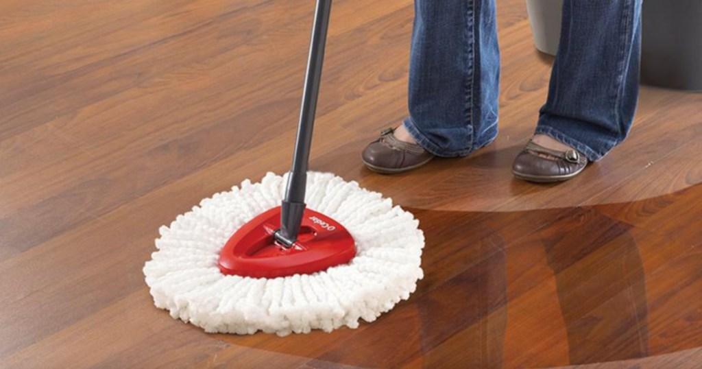0-cedar mop on hardwood floor