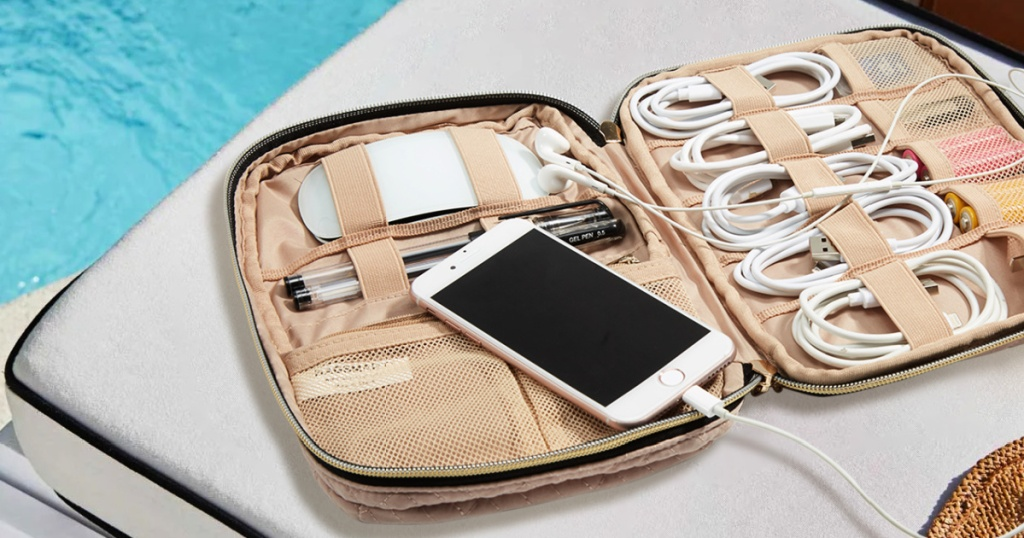 Bagsmart Compact Travel Cable Organizer in Soft Pink