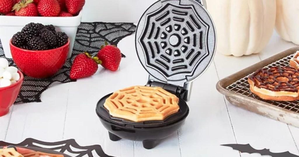 dash mini waffler maker spider web design