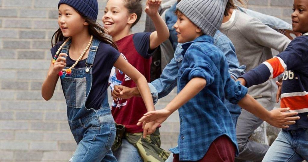 group of kids running