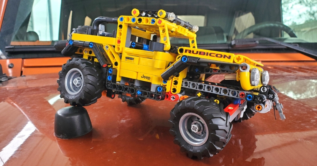 LEGO Technic Jeep Wrangler Building Set