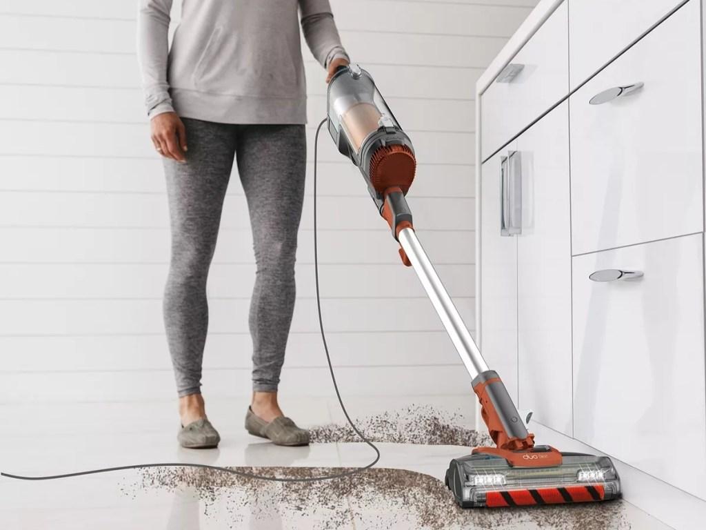 shark apex uplight vacuum cleaning