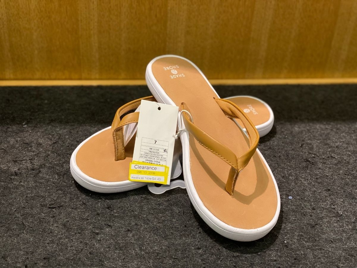 womens tan flip flops with white soles