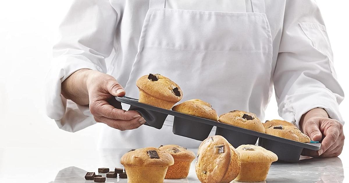 trudeau 12 count silicone muffin tin