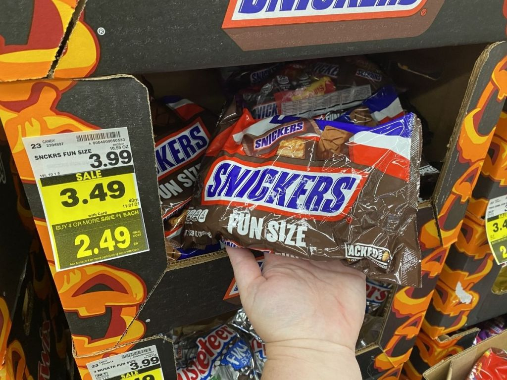 Snickers fun size candy bars