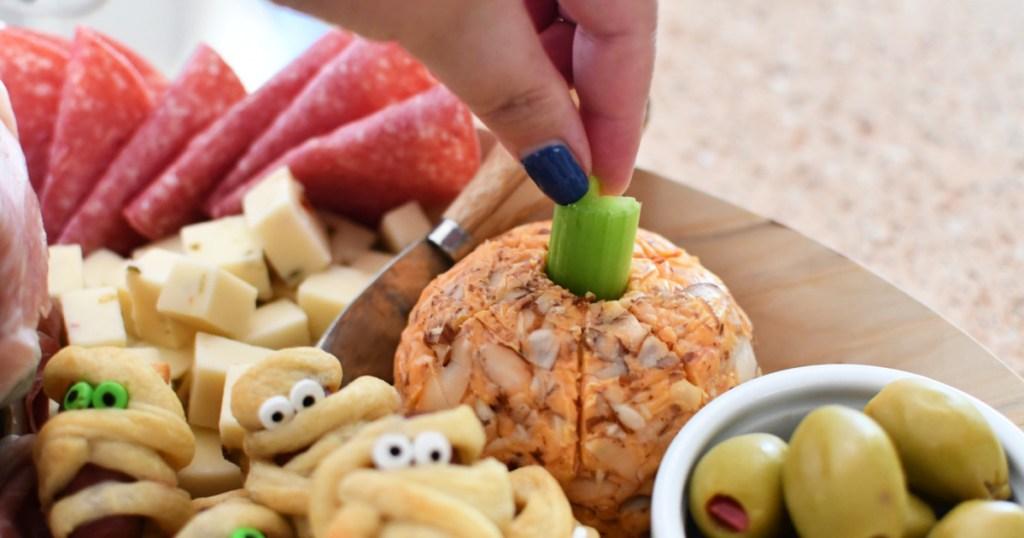 ng a pumpkin cheese ball