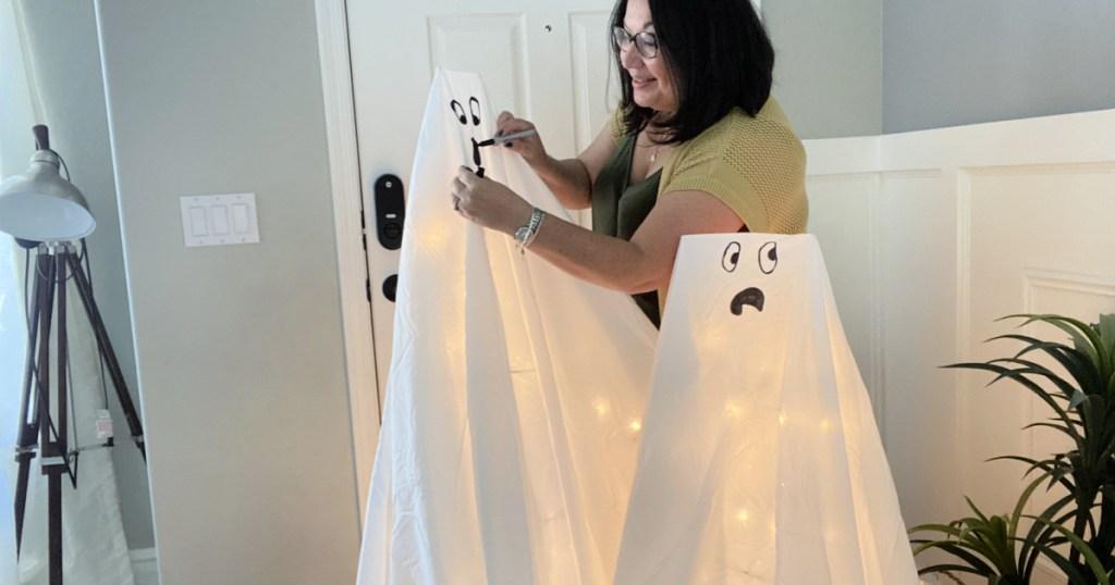 making diy tomato cage ghosts