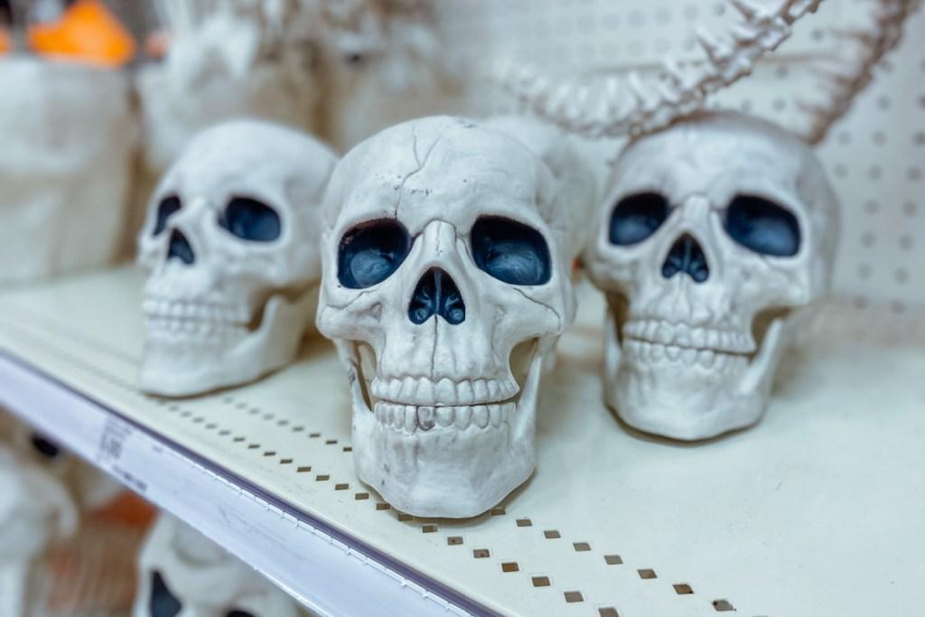 hyde & eek skull props on shelves