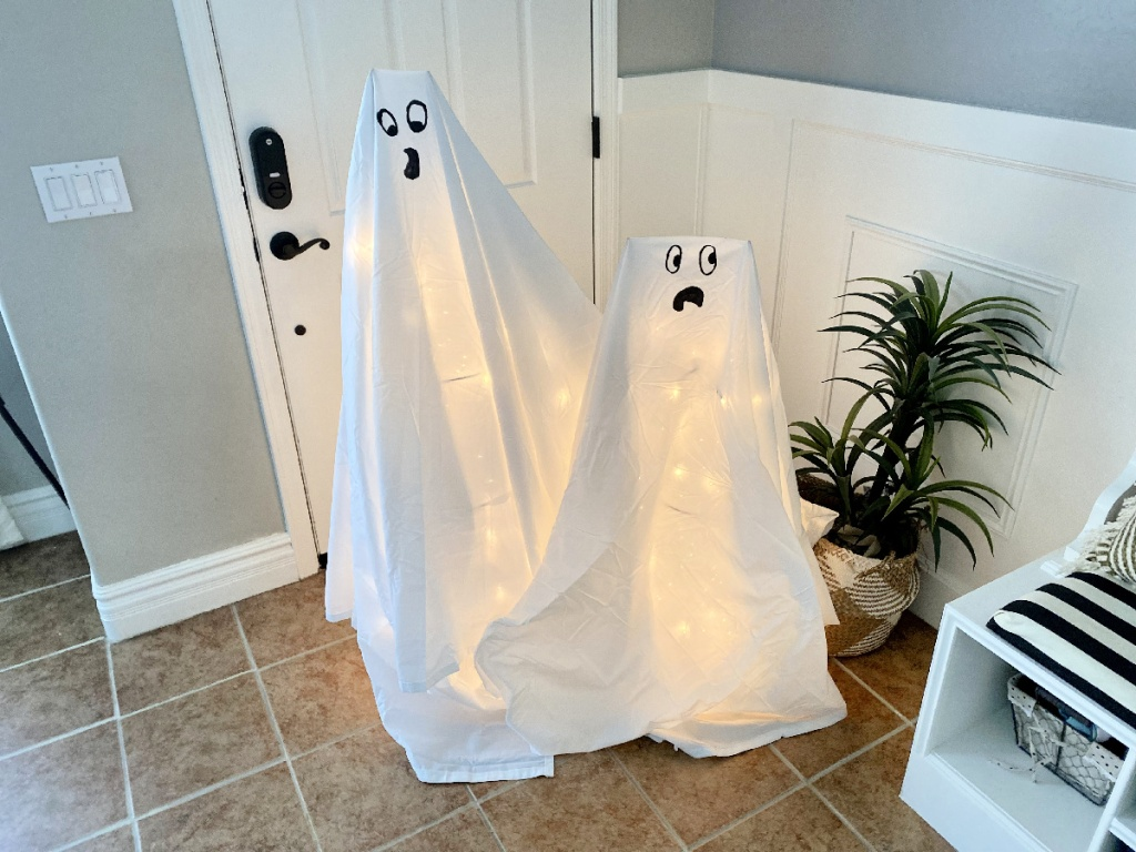 tomato cage Halloween ghost decorations using bed sheets
