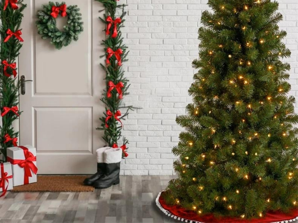 7.5' Green Fir Artificial Christmas Tree w/ 450 Clear & White Lights