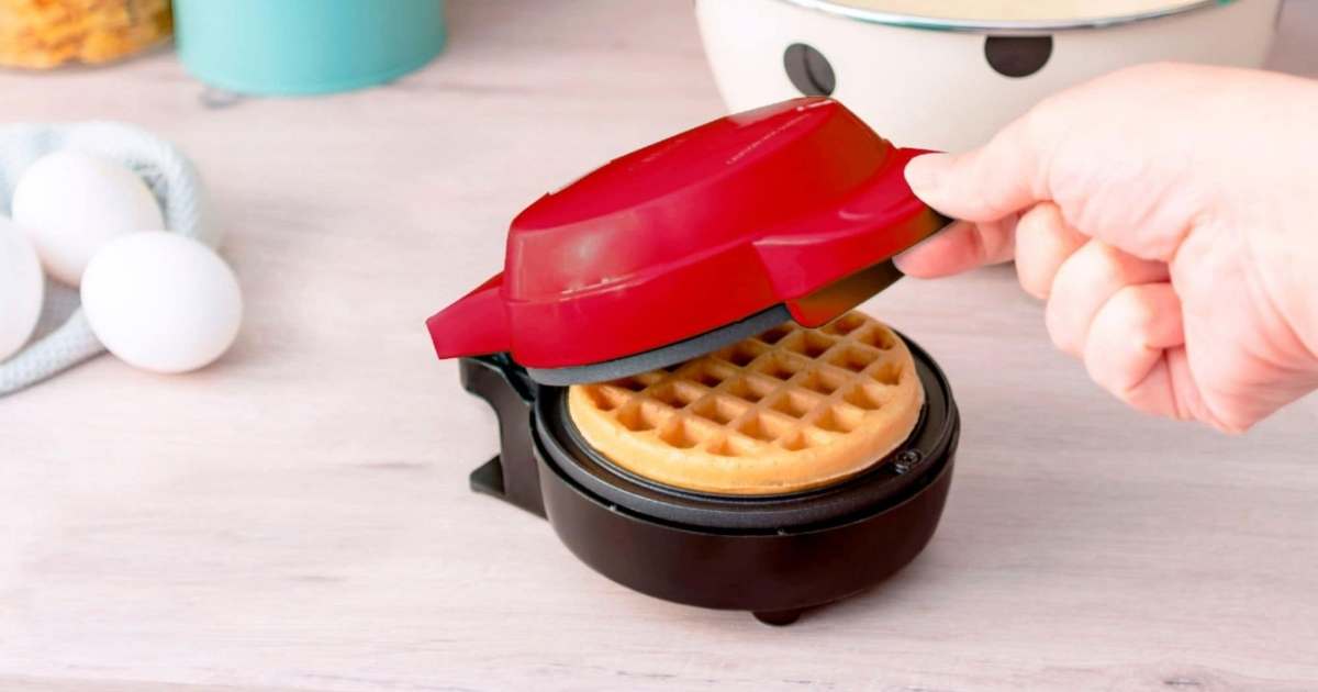 Bella Mini Waffle Maker in Red