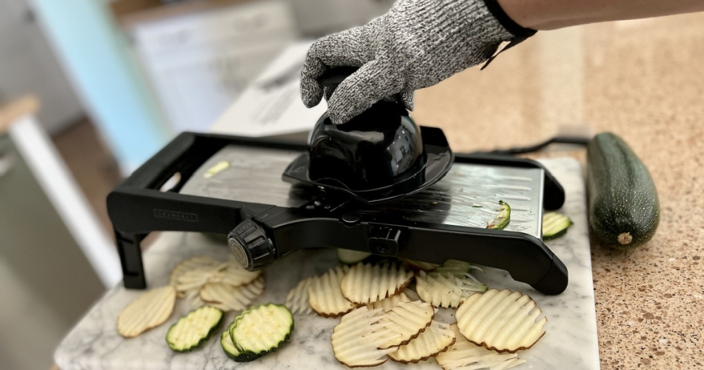 Mandoline Nutrient Slicer W/ Condition Gloves Lone $27.97 Shipped On Amazon